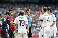 Spanish referee Miguel Angel Perez Lasa (c) have words with Real Madrid's players Luca Modric (b), Jose Maria Callejon (c-r), Sergio Ramos (2r) and Kaka (r) and FC Barcelona's players Leo Messi (l) and Thiago Alcantara (2l) during La Liga match.March 02,2013. (ALTERPHOTOS/Acero) /NortePhoto