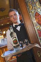 """Europe/Pologne/Lodz: Service de la vodka au restaurant """"Klub Spadkolercow"""" Club des Héritiers"""