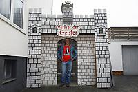 """Oliver Engel freut sich am """"Verlies der Geister"""" über Besucher an Halloween - Schneppenhausen 29.10.2018: """"Verlies der Geister"""" zu Halloween in Schneppenhausen"""
