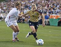 Lindsay Tarpley drives to the goal. .International friendly, USA Women vs Mexico, Albuquerque, NM,.October 20, 2006..USA 1, Mexico 1.