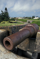 fort, cannon, Bermuda, Hamilton, A cannon sits on top of the ramparts at Fort Hamilton in Bermuda.