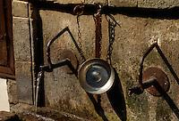 Bulgarien, Etar, Haus aus der Wiedergeburtszeit, Brunnen