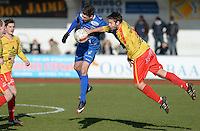 FC Knokke - OMS Ingelmunster : duel tussen Jorgo Waeghe (links) en Miguel Vanderheeren (r)<br /> Foto VDB / Bart Vandenbroucke
