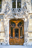 Jules Lavirotte: 29 Avenue Rapp, Paris, 1901. Entrance.