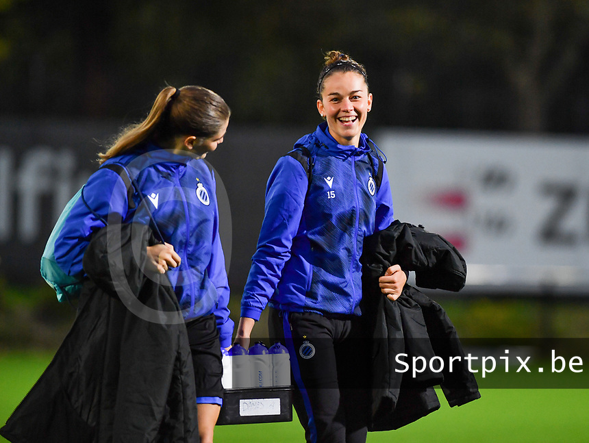 Brugge's Raquel Viaene pictured with Brugge's Charlotte Laridon before a female soccer game between Sporting Charleroi and Club Brugge YLA on the fourth matchday of the 2020 - 2021 season of Belgian Scooore Womens Super League , friday 9 nd of October 2020  in Marcinelle , Belgium . PHOTO SPORTPIX.BE | SPP | DAVID CATRY