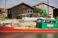 Europe/France/Aquitaine/33/Gironde/Bassin d'Arcachon/La Teste de Buch: Port de La Teste -Port ostréicole- Chaland d'ostréiculteur et cabanons