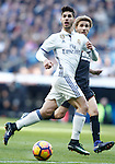 Real Madrid's Cristiano Ronaldo (l) and Granada CF's Sergi Samper during La Liga match. January 7,2016. (ALTERPHOTOS/Acero)