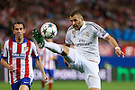 Atletico de Madrid's Diego Godin (L) and Real Madrid´s Karim Benzema during quarterfinal first leg Champions League soccer match at Vicente Calderon stadium in Madrid, Spain. April 14, 2015. (ALTERPHOTOS/Victor Blanco)