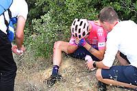ESPAÑA, 29-08-2019: Tejay van Garderen (USA - EF Education First) se duele después de una caída que le significó el retiro de la competencia durante la etapa 6, hoy, 29 de agosto de 2019, que se corrió entre Mora de Rubielos y Ares del Maestrat con una distancia de 198,9 km como parte de La Vuelta a España 2019 que se disputa entre el 24/08 y el 15/09/2019 en territorio Español. / Tejay van Garderen (USA - EF Education First) reacts after a fall that meant the withdrawal of competition during stage 6 today, August 29, 2019, from Mora de Rubielos to Ares del Maestrat with a distance of 198,9 km as part of Tour of Spain 2019 which takes place between 08/24 and 09/15/2019 in Spain.  Photo: VizzorImage / Luis Angel Gomez / ASO<br /> VizzorImage PROVIDES THE ACCESS TO THIS PHOTOGRAPH ONLY AS A PRESS AND EDITORIAL SERVICE AND NOT IS THE OWNER OF COPYRIGHT; ANOTHER USE HAVE ADDITIONAL PERMITS AND IS  REPONSABILITY OF THE END USER
