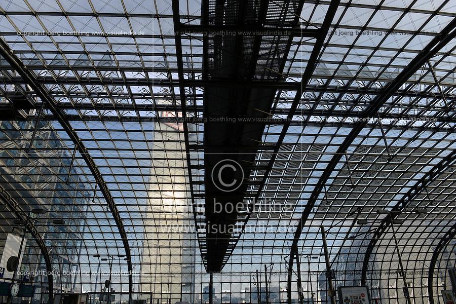 GERMANY Berlin, main central railway station with solar panel on glass roof / DEUTSCHLAND Berlin, Hauptbahnhof mit PV Modulen auf dem Glasdach der Halle