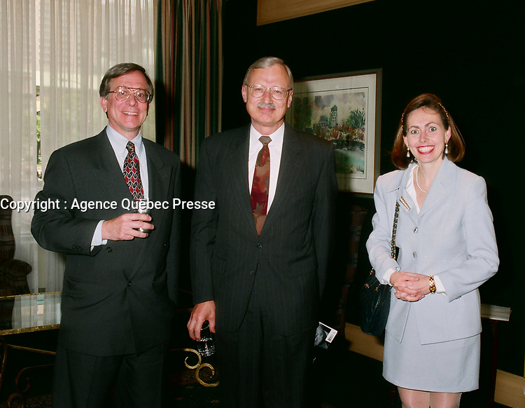 1998 File Photo - Gordon Thiessen, Bank of Canada, Monique Leroux (R)<br /> <br /> PHOTO :  Agence Quebec Presse