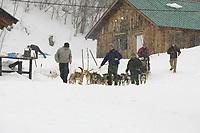 Volunteers Lead Bryan Mills Team Down Hill @ Takotna Chkpt After 24hr layover 2005 Iditarod
