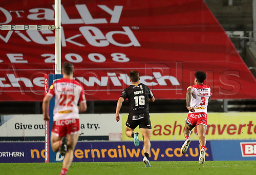 20th November 2020; Totally Wicked Stadium, Saint Helens, Merseyside, England; BetFred Super League Playoff Rugby, Saint Helens Saints v Catalan Dragons; Kevin Naiqama of St Helens races clear of Tom Davies of Catalan Dragons to score a try after 66th minutes to give his side a 34-2 lead
