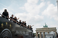 Berlin, 15.07.2014. Die Ankunft der Deutschen Fussballnationalmannschaft.<br /> <br /> English: Berlin Welcomes the World champions, German soccer national team wins FiFA World Cup in Brazil, welcome party in Berlin, Germany, June 15, 2014. Arrival of the champions on an open truck, at Brandenburg gate