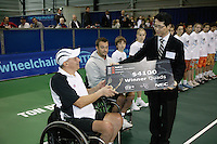 18-11-06,Amsterdam, Tennis, Wheelchair Masters, Peter Norfolk receives the winners check wih next to him runner up David Wagner