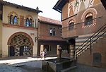 Italien, Piemont, Hauptstadt Turin: Borgo Medievale im Parco del Valentino | Italy, Piedmont, capital Torino: Borgo Medievale at Parco del Valentino