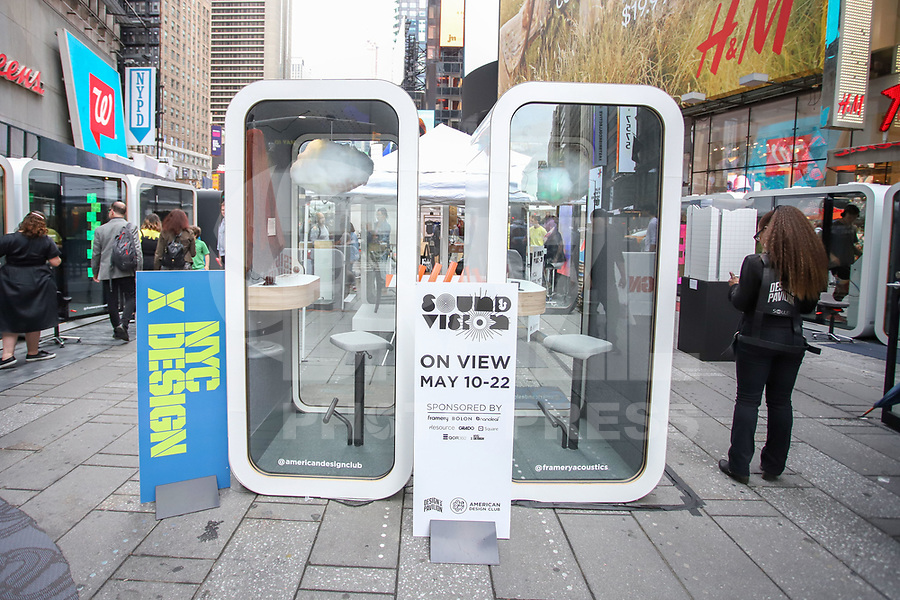 NOVA YORK, EUA 10.05.2019 - DESIGN-EUA - Feira ao ar livre de design na Times Square em Nova York . (Foto: Vanessa Carvalho/Brazil Photo Press)