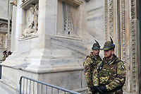 - Milano 19.11.2015 - L 'esercito in servizio di sicurezza antiterrorismo intorno alla Cattedrale il Duomo<br /> <br /> - Milan 19/11/2015 - The army in the service of anti-terrorism security around the Cathedral Dome