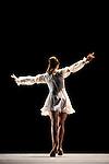 MARIE ANTOINETTE..Chorégraphie et Mise en scène Patrick de Bana..Costumes Agnès Letestu..Décors Marcelo Pacheco, Alberto Esteban / Area Espacios Efimeros..Lumières James Angot..Avec :..L'ombre de Marie-Antoinette Alice Firenze..Compagnie : Wiener Staatsballett / le ballet de l'Opéra de Vienne..Lieu: Opéra Royal de Versailles..Ville : Versailles..le 02/11/2011..© Laurent Paillier / photosdedanse.com..All rights reserved