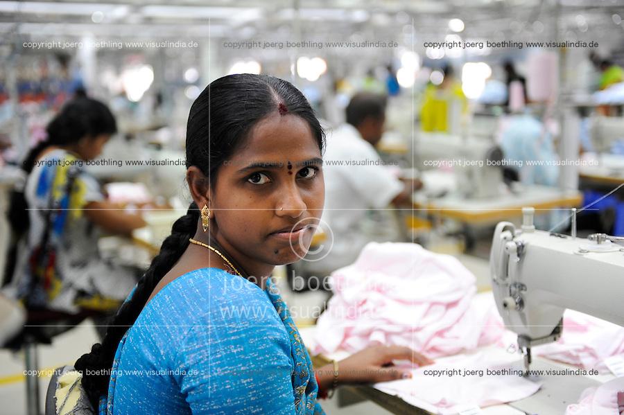 INDIA Tirupur , fair trade textile units , Century Apparels produces organic and fairtrade garments for Export / INDIEN Tamil Nadu, Tirupur,  fairtrade Textilbetriebe , Herstellung von oekologischen und fair gehandelten Textilien bei Century Apparels fuer den Export, Naeherin E. Vidya 25 Jahre
