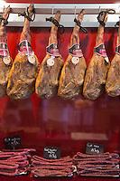 Europe/France/Languedoc-Roussillon/66/Pyrénées-Orientales/Llupia: Charcuterie Paré<br /> Jambon, et  fouets, saucisses sèches à l'anis