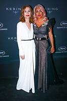 Isabelle Huppert et Salma Hayek en photocall avant la soiréee Kering Women In Motion Awards lors du soixante-dixième (70ème) Festival du Film à Cannes, Place de la Castre, Cannes, Sud de la France, dimanche 21 mai 2017. Philippe FARJON / VISUAL Press Agency