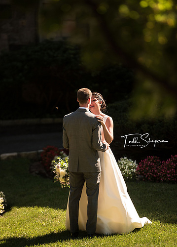 Shaaray Family Portraits Abigail Kirsch at Tappan Hill <br /> August Wedding, 2018<br /> Tarrytown, Westchester, New York
