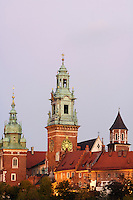 Poland, Krakow, Wawel, Cathedral and Royal Castle, at dusk