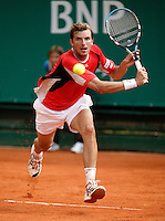 17-4-06, Monaco, Tennis,Master Series, Julien Benneteau in action against Hernych