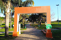 PORTO ALEGRE, RS, 22/08/2020 - CLIMA - TEMPO -  Final de tarde no Parque Germânia fechado devido à pandemia, após um dia de sol, em Porto Alegre, neste sábado (22).