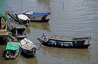 Asie/Malaisie/Bornéo/Sarawak/Kunching: Le front de mer et ses barques pittoresques