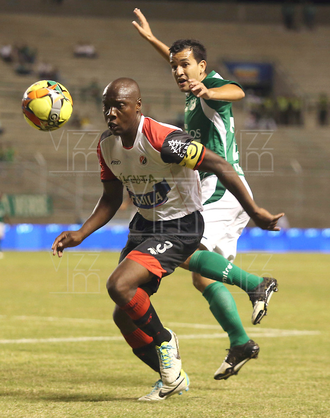 ESTADIO MONUMENTAL DE PALMASECA  -COLOMBIA- 16-08-2013.Nestor Camacho  jugador del Deportivo Cali  (Der) disputa el balon con Walter Moreno  del Cucuta  Deportivo , partido correspondiente a la cuarta fecha de La  Liga Postobon segundo semestre disputado en el estadio  Monumental de Palmaseca / Nestor Camacho (R)Deportivo Cali player fights for the ball with Walter Moreno of Deportivo Cucuta, game in the fourth round of the second half League Europa League match at the Monumental stadium Palmaseca<br />  . Photo: VizzorImage /Juan Carlos Quintero  / Stringer