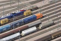 Rangierbahnhof Maschen: EUROPA, DEUTSCHLAND, NIEDERSACHSEN, MASCHEN, (EUROPE, GERMANY), 8.06.2013: Rangierbahnhof Maschen, Der Bahnhof Maschen ist der groesste Rangierbahnhof Europas. Eroeffnet wurde er im Jahre 1977 , Eisenbahnwagen, auch als Waggon oder Wagon bezeichnet, ist ein Schienenfahrzeug ohne eigenen Antrieb.