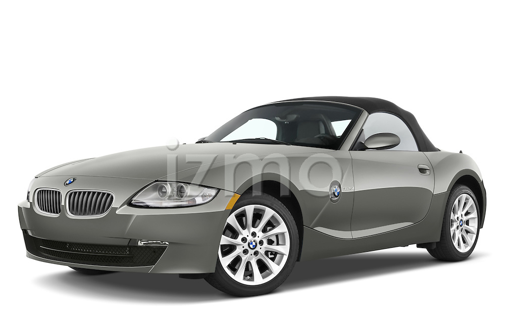 Low aggressive front three quarter view of a 2008 BMW Z4 Roadster