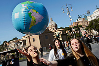 Young playing with a plastic globe<br /> Rome March 15th 2019. Colosseo e Piazza Venezia. Fridays for Future Climate Strike in Rome, to answer the call of Greta Thunberg, the Swedish 15 year old who is cutting class to fight the climate crisis.<br /> Foto Samantha Zucchi Insidefoto