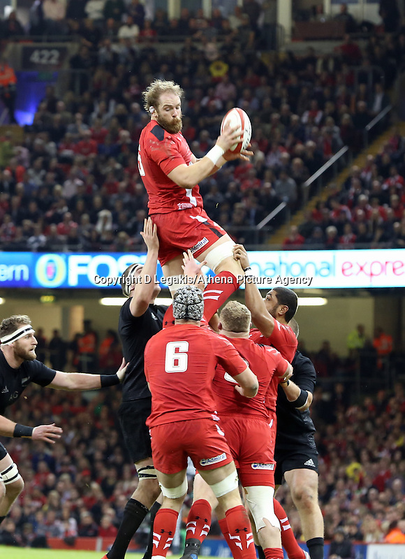 Pictured: Alun Wyn Jones of Wales catches the ball from a line out Saturday 22 November 2014<br /> Re: Dove Men Series 2014 rugby, Wales v New Zealand at the Millennium Stadium, Cardiff, south Wales, UK.