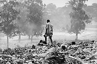 Maputo, capitale del Mozambico, la discarica di rifiuti di Hulene, è abitata e vissuta da bambini   orfani o abbandonati