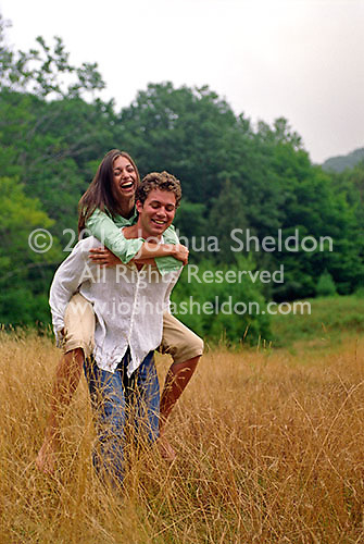 Young man giving a woman a piggy back ride&#xA;<br />