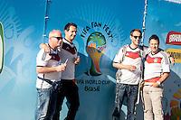 RIO DE JANEIRO,RJ, 13.07.2014 - FUN FEST - RIO DE JANEIRO - Movimentacao de torcedores na praia de Copacabana zona sul da cidade do Rio de Janeiro para acompanhar a final da Copa do Mundo entre Alemanha e Argentina.  Foto: Nicson Olivier/Brazil Photo Press