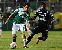 PALMASECA-COLOMBIA, 19-07-2017.  Fabián Sambueza (Izq.) jugador del Deportivo Cali disputa un balón con Faver Cañaveral(Der.) del Once Caldas  durante encuentro  por la fecha 3 de la Liga Aguila II 2017 disputado en el estadio del Deportivo Cali en Palmaseca./ Fabian Sambueza (L)  player of Deportivo Cali  fights the ball agiainst Faver Canaveral of Once Caldas  during match for the date 3 of the Aguila League II 2017 played at Deportivo Cali  stadium in Palmaseca. Photo:VizzorImage / Nelson Rios  / Cont