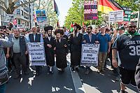 """Etwa 400-500 Menschen demonstrierten am Samstag den 1. Juni 2019 in Berlin mit dem sog. """"Al Quds-Marsch"""" gegen Israel. Alljaehrlich marschieren radikale Islamisten, Anhaenger der Hisbollah und der Diktatur im Iran zum Ende des islamischen Fastenmonats Ramadan durch Berlin und rufen zum Kampf gegen Israel auf. Sie wollen """"die Juden"""" aus Jerusalem (Quds) vetreiben und wollen Israel vernichten. Der """"Quds-Tag"""" wurde 1979 vom iranischen Revolutionsfuehrer Ayatollah Khomeini als politischer Kampftag etabliert, an dem weltweit fuer die Vernichtung Israels geworben wird.<br /> Dagegen protestierten fast 1.000 Menschen. Sie demonstrieren für Solidaritaet mit Israel und protestieren gegen jede Form von antisemitischer und islamistischer Propaganda in Berlin und forderten ein Verbot des Aufmarsches.<br /> Im Bild: Sog. """"Authentische Rabbis"""" demonstrieren mit in der Al Quds-Demonstration.<br /> 1.6.2019, Berlin<br /> Copyright: Christian-Ditsch.de<br /> [Inhaltsveraendernde Manipulation des Fotos nur nach ausdruecklicher Genehmigung des Fotografen. Vereinbarungen ueber Abtretung von Persoenlichkeitsrechten/Model Release der abgebildeten Person/Personen liegen nicht vor. NO MODEL RELEASE! Nur fuer Redaktionelle Zwecke. Don't publish without copyright Christian-Ditsch.de, Veroeffentlichung nur mit Fotografennennung, sowie gegen Honorar, MwSt. und Beleg. Konto: I N G - D i B a, IBAN DE58500105175400192269, BIC INGDDEFFXXX, Kontakt: post@christian-ditsch.de<br /> Bei der Bearbeitung der Dateiinformationen darf die Urheberkennzeichnung in den EXIF- und  IPTC-Daten nicht entfernt werden, diese sind in digitalen Medien nach §95c UrhG rechtlich geschuetzt. Der Urhebervermerk wird gemaess §13 UrhG verlangt.]"""