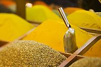 Europe/Turquie/Istanbul : Etal d'épices au   Bazar aux épices