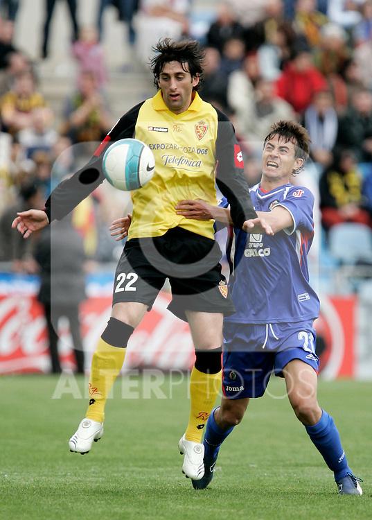 Getafe's David Cortes against Zaragoza's Diego Milito during Spain's La Liga match between Getafe and Zaragoza at Coliseum Alfonso Perez stadium in Getafe, Sunday April 01, 2007. (ALTERPHOTOS/Alvaro Hernandez).