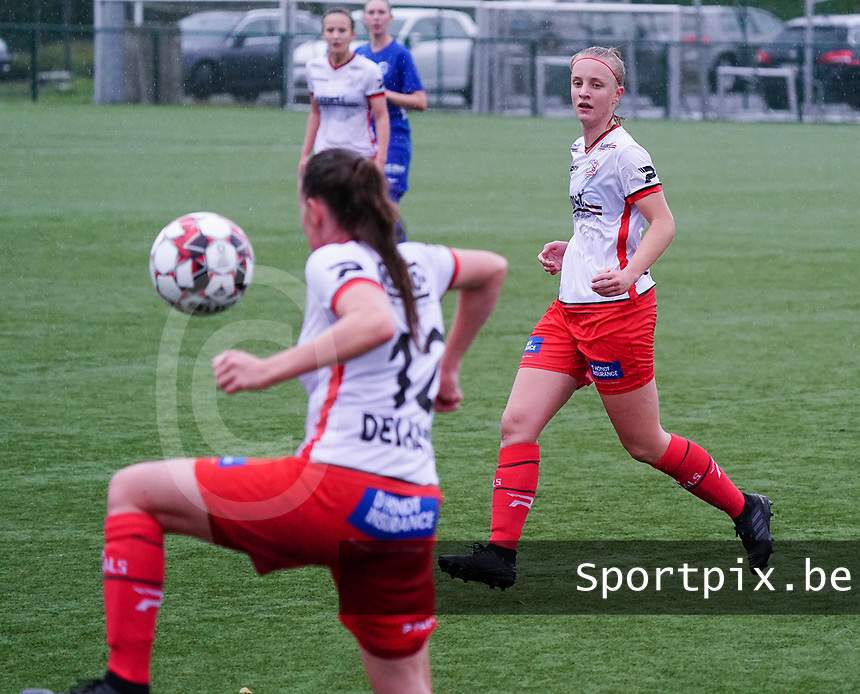 Essevee's Lotte De Wilde (19) watches Essevee's Noa Delhaye (12) control the ball during a female soccer game between the women teams of Zulte Waregem A Dames and KRC Genk Ladies B on the 1/16 th qualifying round for the Belgian Womens Cup 2020  2021 , on saturday 26 th of September 2020  in Zulte , Belgium . PHOTO SPORTPIX.BE | SPP | SEVIL OKTEM