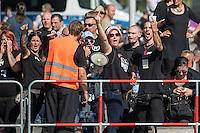 """Neonazis und Hooligans demonstrieren gegen Angela Merkel.<br /> Unter dem Motto """"Merkel muss weg"""" zogen ca. 1.200 am Samstag den 30. Juli 2016 mit einer Demonstration durch Berlin. Der Aufmarsch war vom einschlaegig bekannten Neonazi-Hooligan Enrico Stubbe angemeldet worden.<br /> Die Polizei hatte die Aufmarschroute der Rechten weitraeumig abgesperrt.<br /> Die Rechten forderten in Sprechchoeren immer wieder """"Nationalen Sozialismus! Jetzt!"""" (ein strafrechtlicher Trick, gemeint ist der Nationalsozialismus), beschimpften waehrend ihres Aufmarsches permanent Gegendemonstranten """"Wir kriegen euch alle"""" und """"Hurensoehne"""" und die Medienvertreter """"Luegenpresse"""". Mitarbeiter der Sicherheitsbehoerden erklaerten, dass es eindeutig ein rechtsextremer Aufmarsch gewesen sei bei dem sich keinerlei buergerliche Teilnehmer beteiligt haetten. Der Berliner Chef des Landesamt fuer Verfassungsschutz war persoenlich vor Ort um sich einen Eindruck zu verschaffen.<br /> Im Bild: Neonazis aus Mecklenburg Vorpommern beschimpfen Gegendemonstranten.<br /> 30.7.2016, Berlin<br /> Copyright: Christian-Ditsch.de<br /> [Inhaltsveraendernde Manipulation des Fotos nur nach ausdruecklicher Genehmigung des Fotografen. Vereinbarungen ueber Abtretung von Persoenlichkeitsrechten/Model Release der abgebildeten Person/Personen liegen nicht vor. NO MODEL RELEASE! Nur fuer Redaktionelle Zwecke. Don't publish without copyright Christian-Ditsch.de, Veroeffentlichung nur mit Fotografennennung, sowie gegen Honorar, MwSt. und Beleg. Konto: I N G - D i B a, IBAN DE58500105175400192269, BIC INGDDEFFXXX, Kontakt: post@christian-ditsch.de<br /> Bei der Bearbeitung der Dateiinformationen darf die Urheberkennzeichnung in den EXIF- und  IPTC-Daten nicht entfernt werden, diese sind in digitalen Medien nach §95c UrhG rechtlich geschuetzt. Der Urhebervermerk wird gemaess §13 UrhG verlangt.]"""