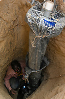 MALI, Kayes, Sadiola, artisanal gold mining at Camp SIRIMANA / Klein-Goldbergbau