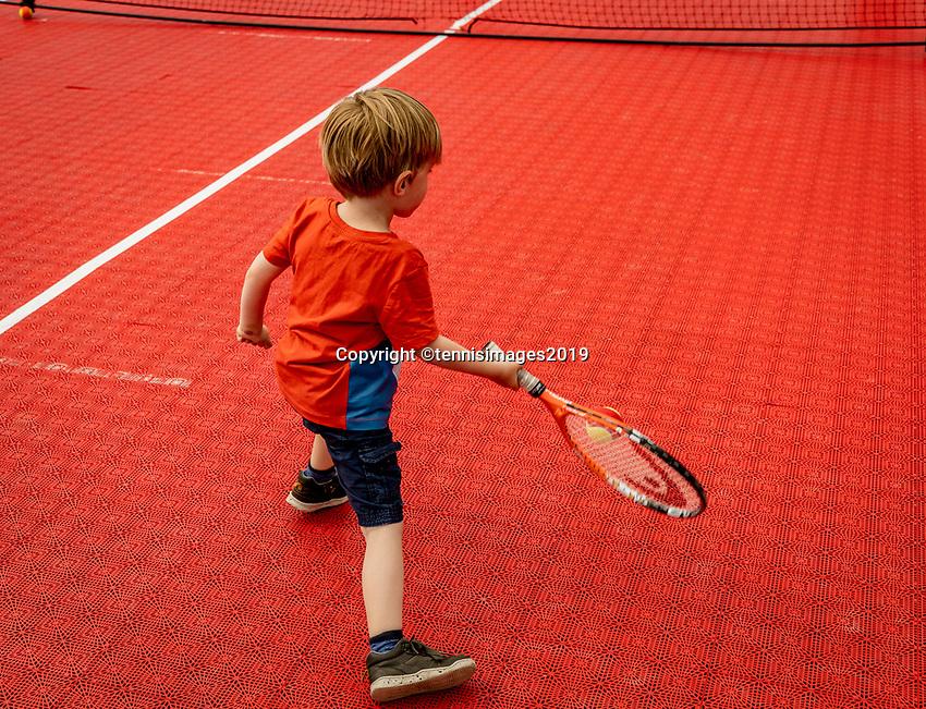 Rosmalen, Netherlands, 16 June, 2019, Tennis, Libema Open, Kid playing tennis on tennis plaza<br /> Photo: Henk Koster/tennisimages.com