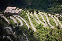 Europe/France/Provence-Alpes-Côtes d'Azur/06/Alpes-Maritimes/Alpes-Maritimes/Arrière Pays Niçois/Tende: Depuis le Col de Tende la Vallée de la Roya et les lacets de l'ancienne  route du Col de Tende ou passaient les mulets de la route du sel