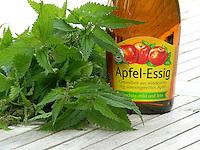 Natur-Kosmetik, Kosmetik mit Brennnessel, Inhaltsstoffe aus Brennnesssel gemeinsam mit Apfel-Essig, Apfelessig ergeben ein Haarwasser