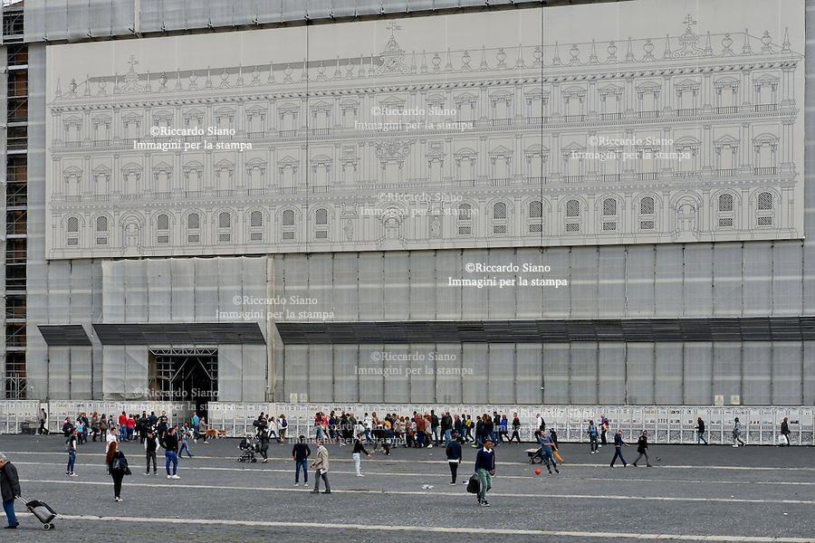 - NAPOLI 28 NOV 2014 -  Piazza Plebiscito  palazzo reale ingabbiato